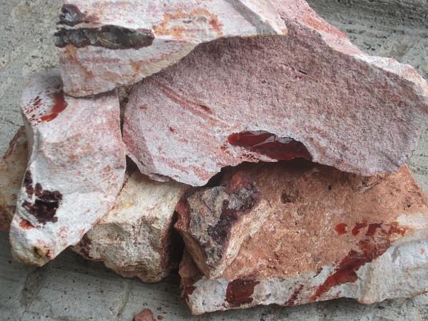 Opal rock showing the opal veins